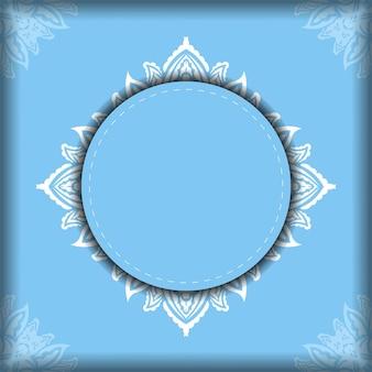 Folheto na cor azul com padrão grego branco para a sua marca.
