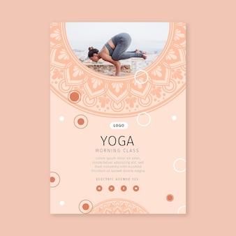 Folheto vertical da aula de ioga matinal