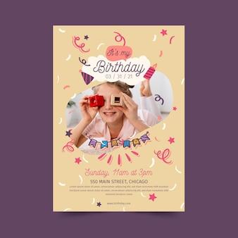 Folheto vertical de feliz aniversário