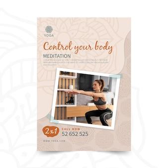 Folheto vertical de meditação em ioga