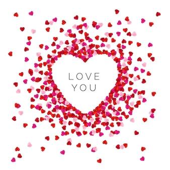 Forma de coração forrada com corações de papel de cor vermelha.