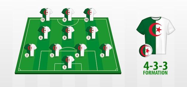 Formação da seleção argelina de futebol no campo de futebol.
