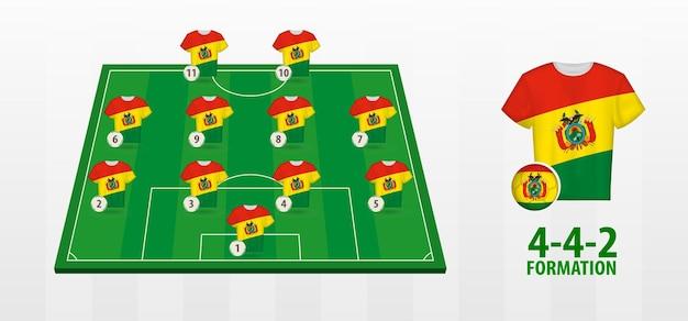 Formação da seleção boliviana de futebol no campo de futebol.