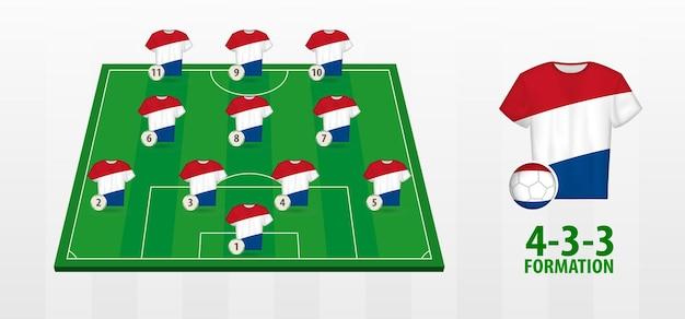 Formação da seleção holandesa de futebol no campo de futebol.