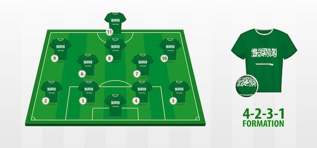 Formação da seleção saudita de futebol no campo de futebol.