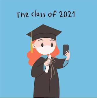 Foto de selfies de estudante mascarado com um telefone celular. comemore a formatura no ano.