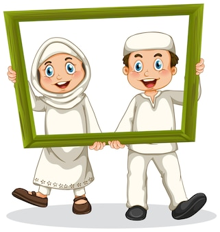 Foto fofa de menino e menina muçulmanos em moldura de madeira