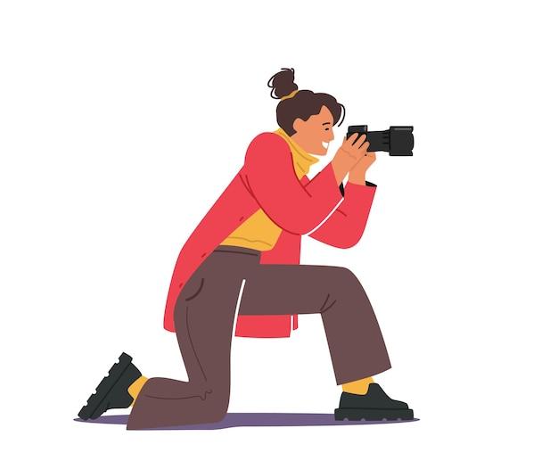 Fotógrafa feminina ou turista com câmera fotográfica fazendo imagens. hobby criativo, mulher viajando, personagem paparazzi com equipamento profissional, momento de espera para a sessão de fotos. ilustração em vetor de desenho animado