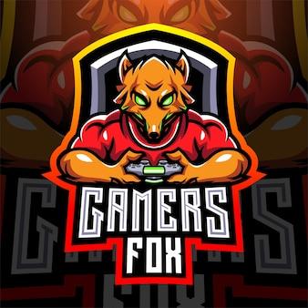 Fox gamers esport segurando um joystick de controle de jogo