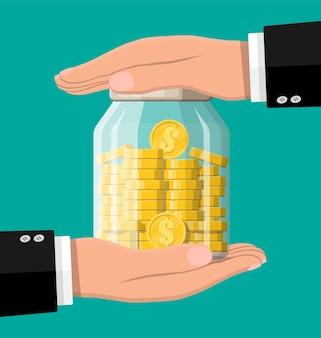 Frasco de dinheiro de vidro cheio de moedas de ouro e mãos. economizando moeda de um dólar no mealheiro Vetor Premium
