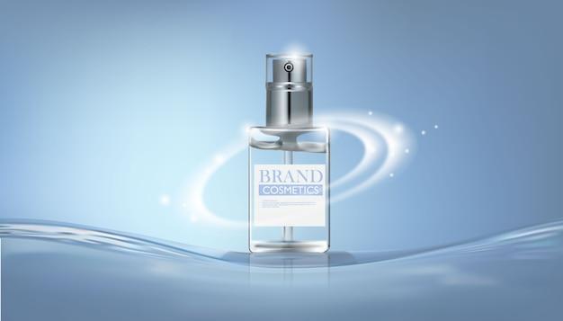 Frasco de perfume cosmético na água azul.