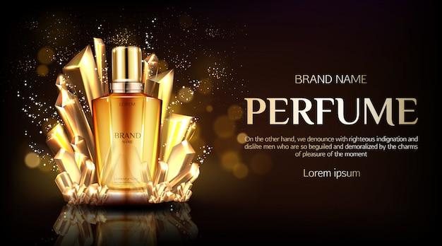 Frasco de vidro de perfume em tecido dobrado de seda dourada