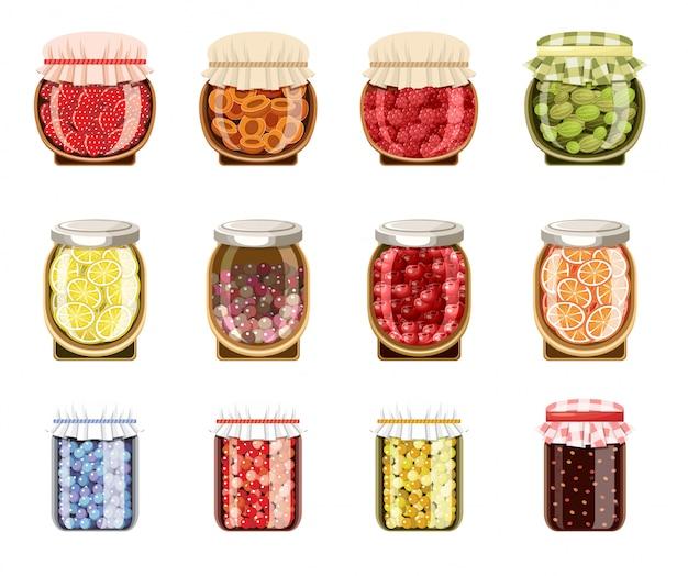 Frascos de vidro com geléia de frutas e bagas