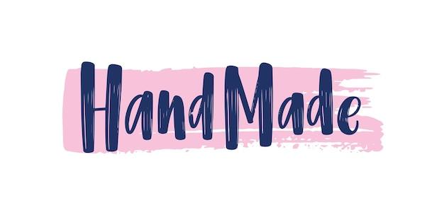 Frase feita à mão escrita à mão com elegante fonte caligráfica no traço de tinta ou pincelada. letras modernas para rótulos ou etiquetas de produtos artesanais ou artesanais. ilustração em vetor plana colorida.