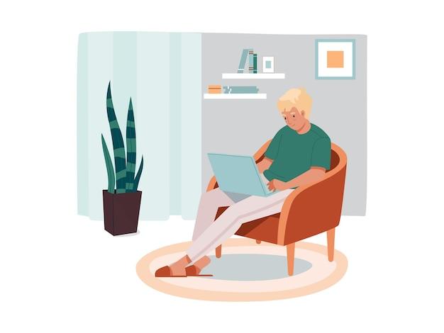 Freelancer homem sentado na cadeira com trabalhador remoto masculino portátil