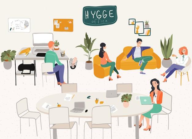 Freelancers escritório hygge local de trabalho ou escritório em casa com mobiliário confortável elegante e designers de pessoas com ilustração de laptops.