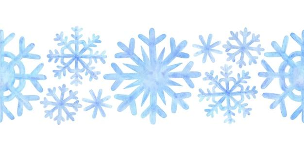 Fronteira sem emenda de flocos de neve. ornamento de neve de inverno com desenhos em aquarela azuis. decorativo