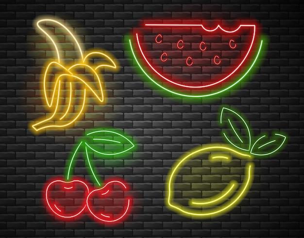 Frutas definir luz de neon, cereja, banana, melancia e limão neon, conjunto de verão, tijolo fundo eu