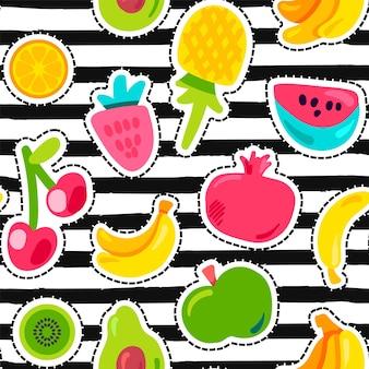 Frutas exóticas no padrão sem emenda de listras. frutas de verão, cereja em listras pretas e brancas