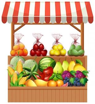 Frutas frescas na tenda de madeira