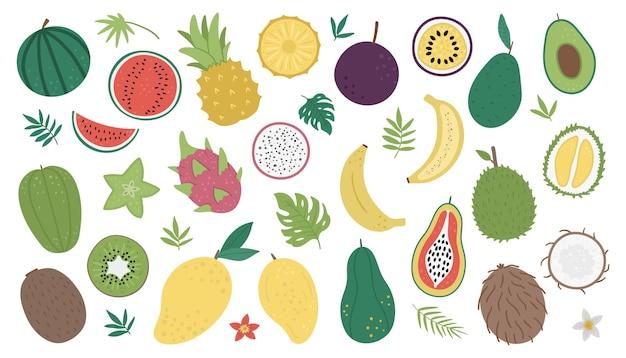 Frutas tropicais e frutas vermelhas com fatias e metades
