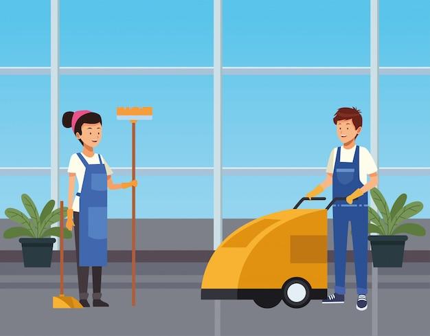 Funcionários de casal de limpeza limpando corredor com personagens de ferramentas
