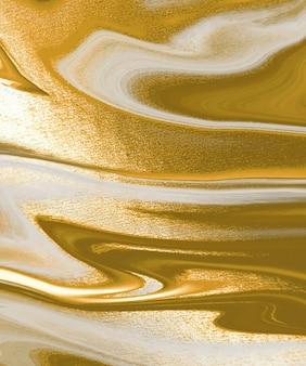 Fundo abstrato da pintura de tinta líquida dourada.
