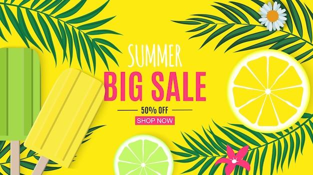 Fundo abstrato de venda de verão com folhas de palmeira e sorvete