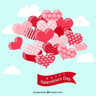 Fundo azul de balões decorativos com coração-forma