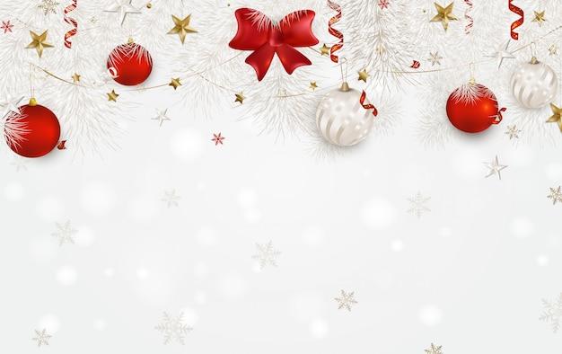 Fundo branco com bolas de natal, laço de cetim vermelho, ramos de abeto branco, estrelas 3d, flocos de neve, serpentina.