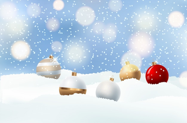 Fundo claro do natal com bolas da noite.