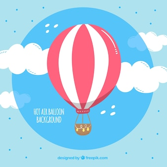Fundo de balão de ar quente com céu desenhado na mão estilo
