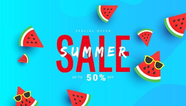 Fundo de banner de venda de desconto de verão brilhante com fatias de melancia.