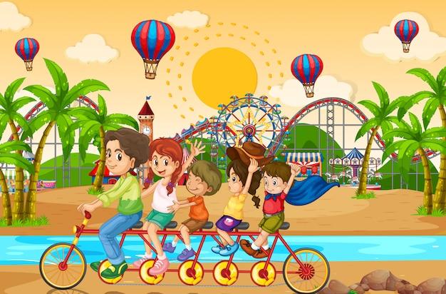 Fundo de cena com a família andando de bicicleta no parque de diversões