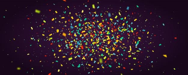 Fundo de férias com confetes coloridos a voar