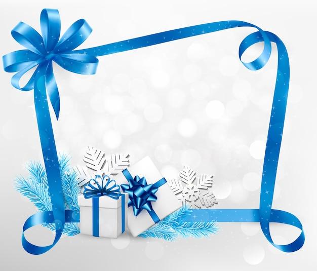 Fundo de férias de ano novo e natal com caixas de presente coloridas em uma fita azul.