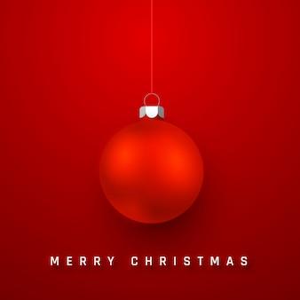 Fundo de férias de feliz natal com bola vermelha de natal realista.