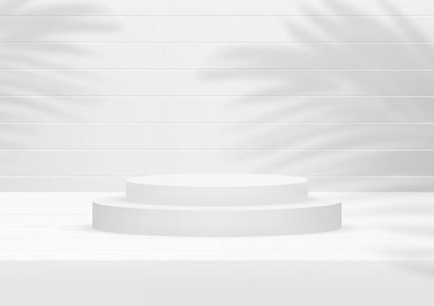 Fundo de madeira branco do estúdio vazio do pódio com folhas de palmeira para a exposição do produto.
