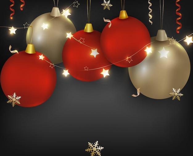 Fundo de natal. bolas vermelhas, douradas com brilhantes guirlandas, flocos de neve, luzes e confetes. banner de celebração para o ano novo de 2020. ilustrações.