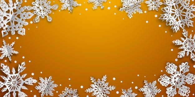 Fundo de natal com flocos de neve de papel volumoso com sombras suaves em fundo laranja