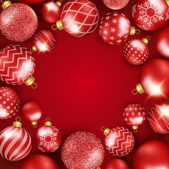Fundo de natal com moldura de bolas coloridas a brilhar. composição redonda.