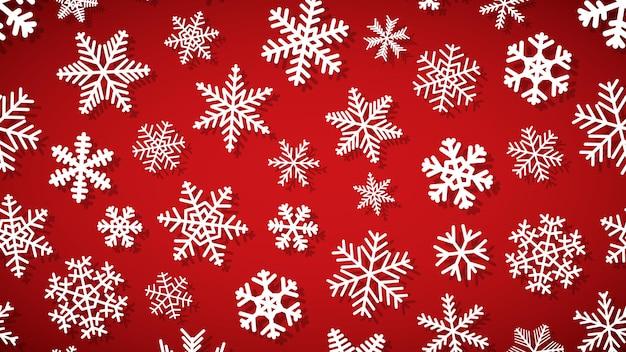 Fundo de natal de flocos de neve de diferentes formas e tamanhos, com sombras. branco sobre vermelho.
