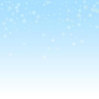 Fundo de natal de neve brilhante esparsa. flocos de neve voando sutis e estrelas no fundo do céu de inverno. modelo de sobreposição de floco de neve prata incrível inverno. ilustração vetorial impressionante.