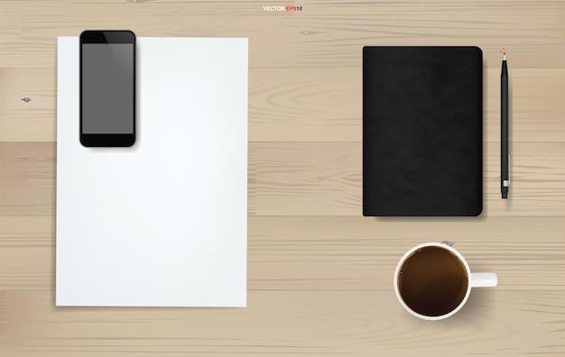 Fundo de objeto de escritório em madeira. área de trabalho. plano de negócios de folha de papel branco, smartphone, xícara de café, caderno e lápis na textura de madeira. ilustração vetorial.