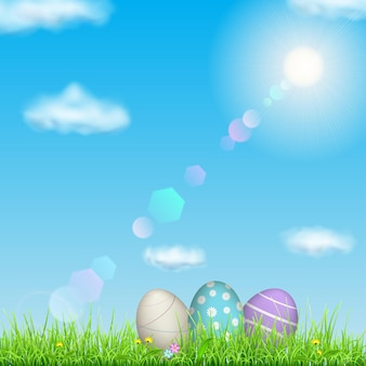 Fundo de páscoa com céu, sol, grama, ovos de páscoa e flores