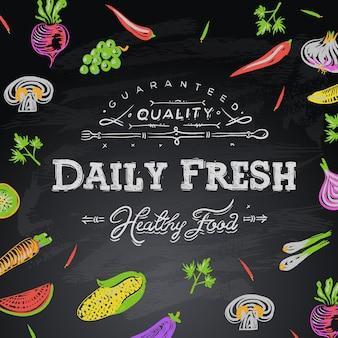 Fundo de quadro-negro com alimentos frescos diários