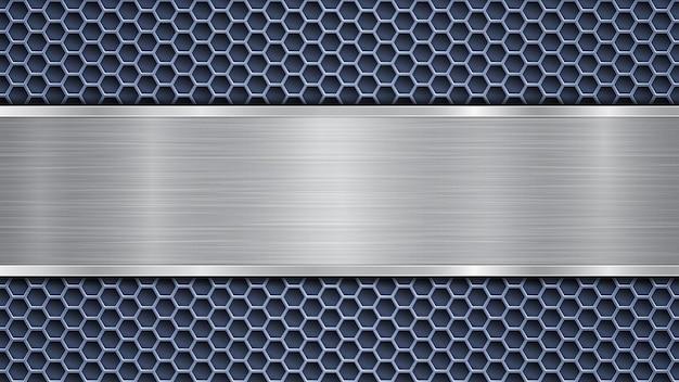 Fundo de superfície metálica perfurada azul com orifícios e placa prateada polida horizontal com textura de metal, reflexos e bordas brilhantes
