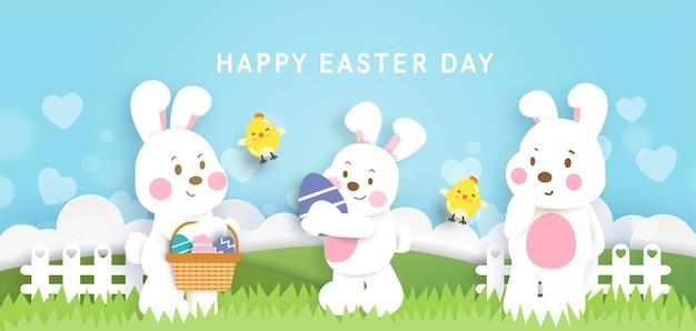 Fundo do dia de páscoa e banner com coelhos fofos e ovos de páscoa