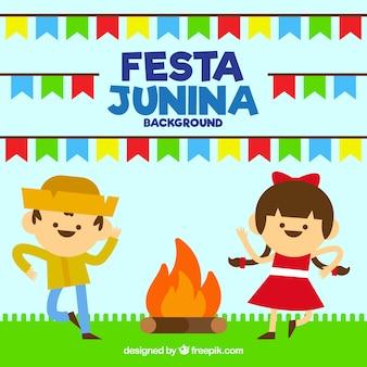 Fundo festa junina com casal dançando ao redor da fogueira