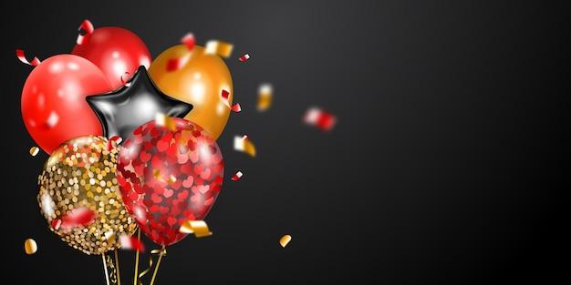 Fundo festivo com balões de ar dourados, vermelhos e prateados e pedaços brilhantes de serpentina.